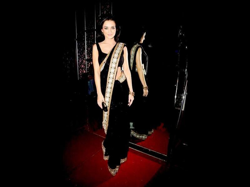 Amy Jackson looks dazzling in a black saree at the Ek Deewana Tha premiere.