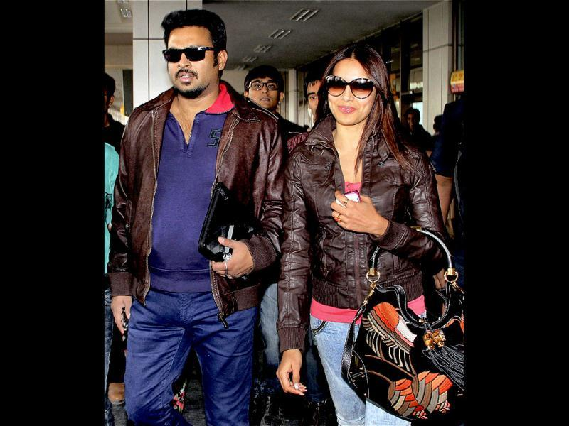 Bollywood actors Bipasha Basu and R Madhavan are on a promotion spree to promote their upcoming film Jodi Breakers.
