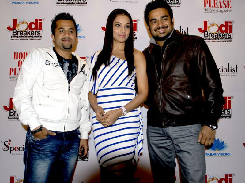 Bollywood actors R Madhavan, Bipasha Basu and Omi Vaidya at a promotional event for the film Jodi Breakers in Jaipur.