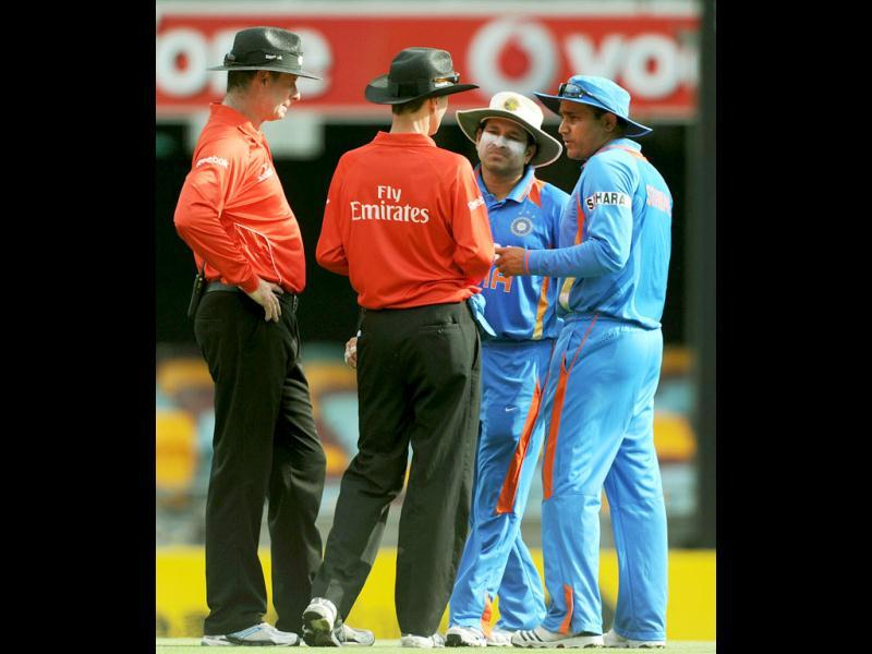 Virender Sehwag (R) and Sachin Tendulkar (2nd-R), speak to umpires Paul Reiffel (L) and Billy Bowden (2nd-L) during the one day international cricket match against India in Brisbane. AFP Photo/Greg Wood