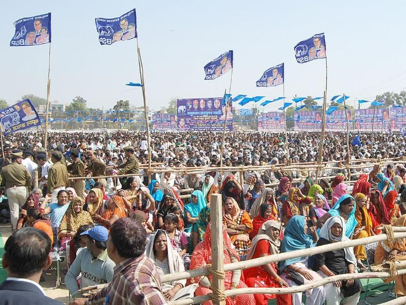 Supporters of UP chief minister Mayawati attend a BSP rally in Agra. HT/Avinash Jaiswal
