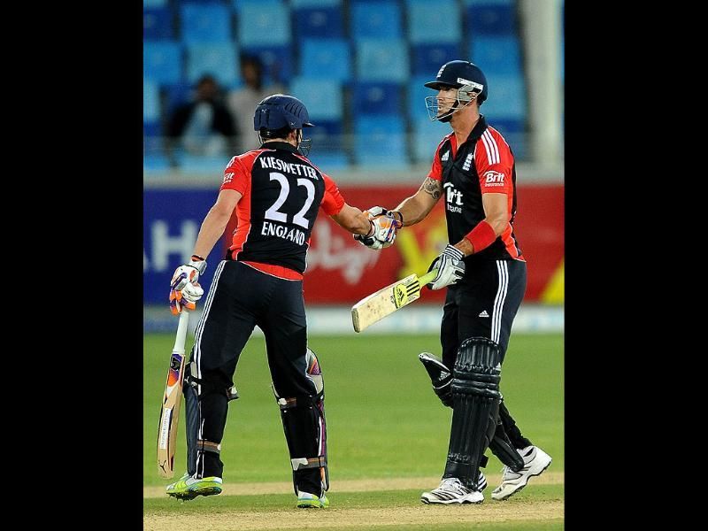 England's Kevin Pietersen (R) is congratulated by his teammate Craig Kieswetter (L) after scoring a half-century during the final ODI match against Pakistan in Dubai. AFP photo/Lakruwan Wanniarachchi