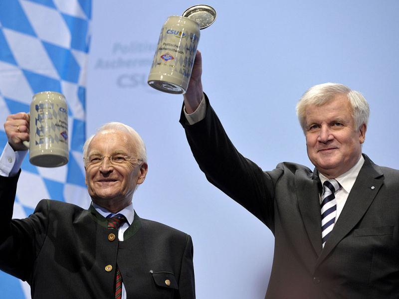 Bavarian State Governor and head of German Christian Social Union (CSU) Horst Seehofer (R) and former Bavarian state governor Edmund Stoiber lift their beer steins at the party's traditional Ash Wednesday rally in Passau, southern Germany. (AFP Photo/Thomas Kienzle)
