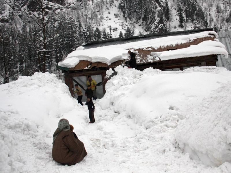 A Kashmiri man shovels snow from the roof of a cottage at gagengeer village of Kashmir near Sonamarg of Ganderbal district around 84 km north of Srinagar. At least 11 army troopers were killed after avalanches hit their camps in Kashmir, officials said. The major avalanche hit the army camp at village Dawar of Gurez in frontier Bandipora district, around 115 km north of Srinagar city, while as a smaller one hit the post in Sonamarg of Ganderbal district around 84 km north of Srinagar HT/ Waseem Andrabi