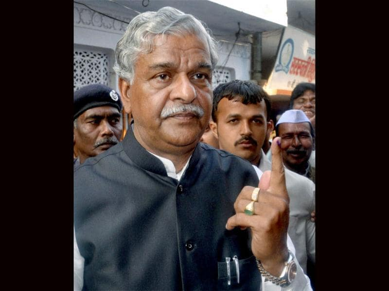 Union minister and Congress leader Sriprakash Jaiswal shows his ink-marked finger after cast his vote at a polling station during the fifth of phase of UP assembly polls in Kanpur. PTI Photo