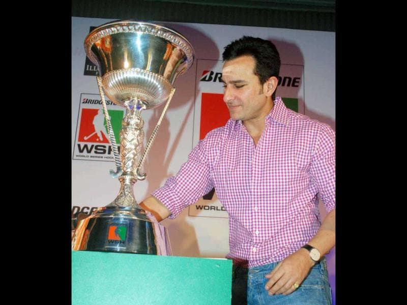 Saif Ali Khan onstage along with the trophy.