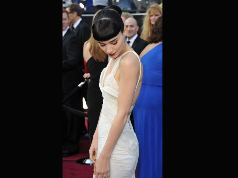 Actor Rooney Mara arrives on the red carpet for the 84th Annual Academy Awards on February 26, 2012 in Hollywood, California. (AFP)