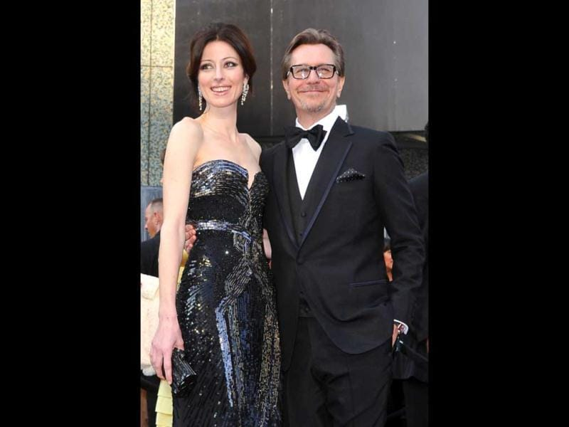 Actor Gary Oldman and his wife Alexandra Edenborough arrive on the red carpet for the 84th Annual Academy Awards on February 26, 2012 in Hollywood, California. (AFP)