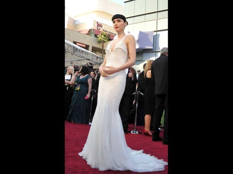 Actress Rooney Mara arrives on the red carpet for the 84th Annual Academy Awards on February 26, 2012 in Hollywood, California. (AFP)