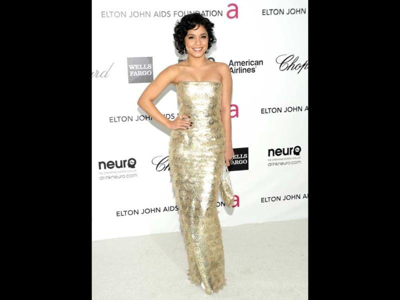 Vanessa Hudgens looks pretty in a shiny silver tube gown. (Photo: AP)