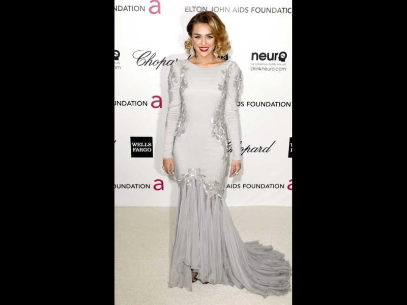 Miley Cyrus looks average in a grey gown. (Photo: AFP)