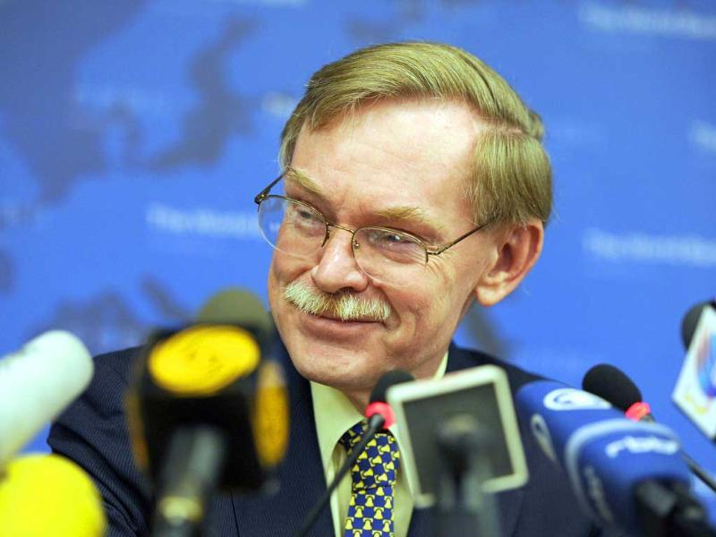 World Bank president Robert Zoellick answers a question from media during a press conference at the World Bank's Beijing office. AFP Photo/Liu Jin