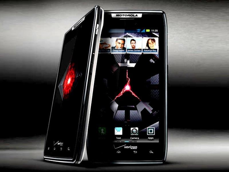 Motorola Razr XT912: XT912's 8MP camera shoots photos with a good level of detail, but it's not very strong at low-light shots. There's very little shutter lag between photos without flash, but photos with flash are slow to take and save.