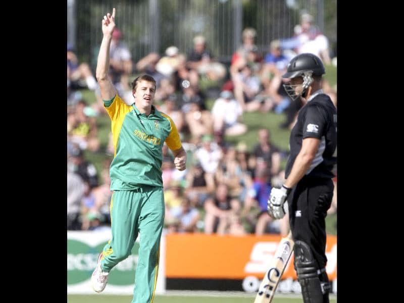 Morne Morkel of South Africa (L) celebrates taking the wicket of New Zealand's James Franklin during the second one day international against New Zealand in Napier. AFP Photo/John Cowpland