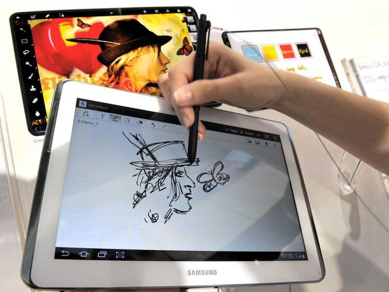 "A tablet for those who love to draw and take notes with a stylus: Samsung has taken its tablet-smartphone hybrid Galaxy Note and turned it into a 10.1"" tablet that works in conjunction with a stylus. The Galaxy Note 10.1 can be used with your finger or with an advanced pen-input called the S Pen. Photos credit: AFP PHOTO/LLUIS GENE"