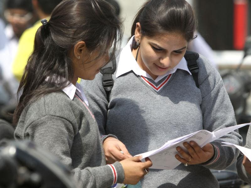 Tenth class student discuss the science paper in New Delhi. HT Photo/Sonu Mehta