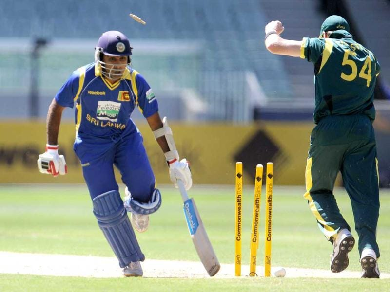 Sri Lankan captain Mahela Jayawardene (L) is run out as Australian fieldsman Dan Christian (R) looks on in their one-day international cricket match at the Melbourne Cricket Ground (MCG) in Melbourne. AFP Photo/William West