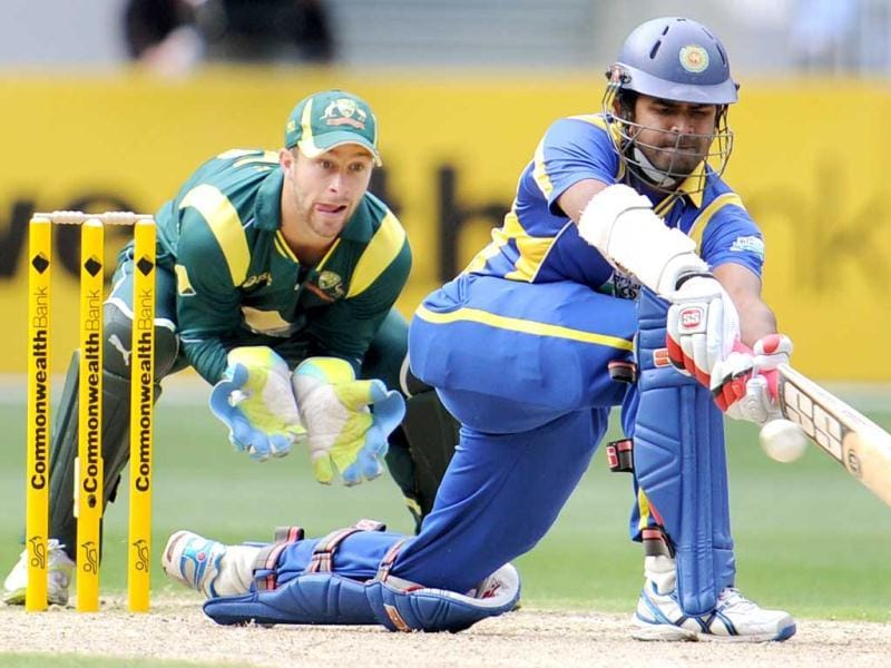 Sri Lankan batsman Lahiru Thirimanne (R) sweeps the ball as Australia wicketkeeper Matthew Wade (L) looks on in their one-day international cricket match at the Melbourne Cricket Ground (MCG) in Melbourne. AFP Photo/William West