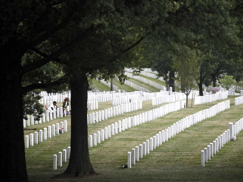 This photo won third place (picture story/feature) in the White House News Photographers Association (WHNPA) 2012 contest. Paula Davis (L), mother of fallen US Army Private Justin Ray Davis, sits alone at his grave alongside hundreds of others in Section 60 of Arlington National Cemetery June 25, 2011. Reuters/Jason Reed/Jason Reed
