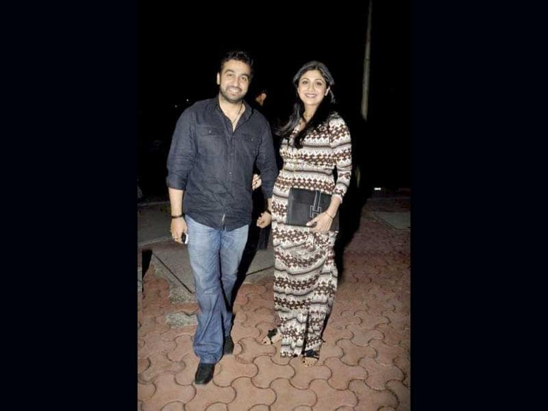 Havily pregnant Shilpa Shetty spotted with hubby Raj Kundra.
