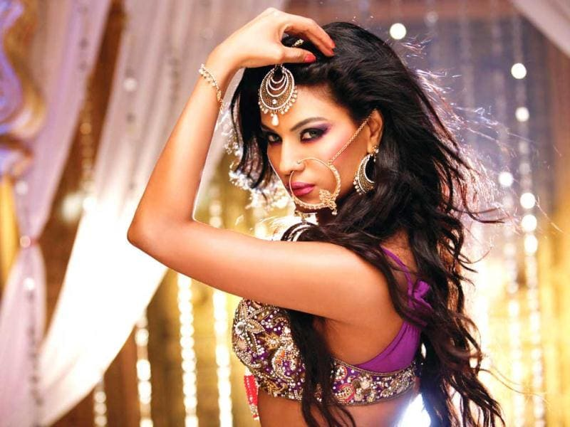 Pakistani actor Veena Malik recently did an item song Channo from Gali Gali Shor Hai.