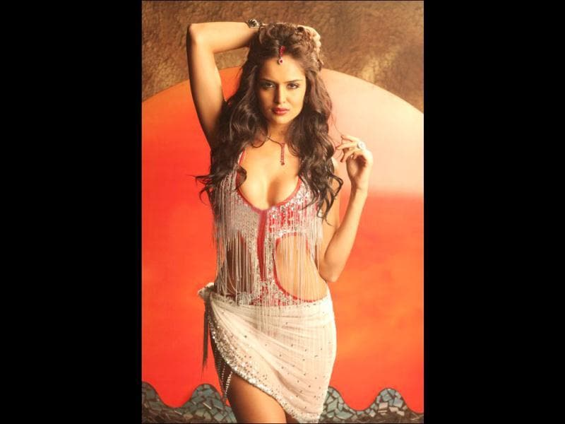 Ram Gopal Varma's latest muse Nathalia Kaur is a Brazilian model of Indian descent. She did an item number Dan Dan in his film Department.