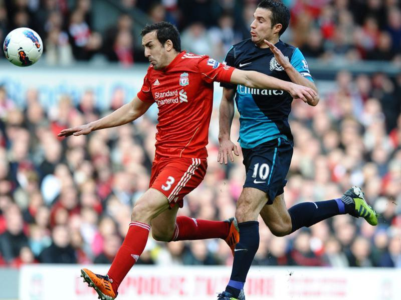 Liverpool's Spanish defender Jose Enrique (L) vies with Arsenal's Dutch striker Robin van Persie (R) during the English Premier League football match between Liverpool and Arsenal at Anfield in Liverpool, north-west England. (AFP Photo/Paul Ellis)
