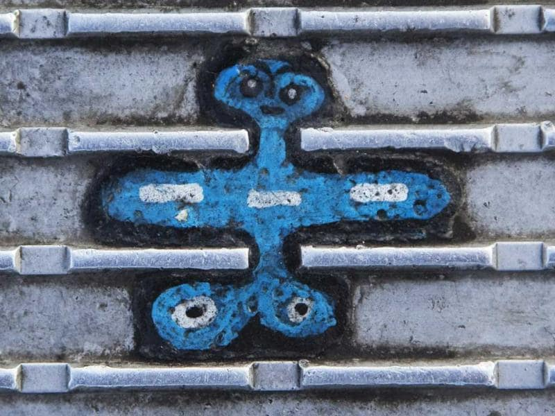 An old miniature painting made on discarded chewing gum on the Millennium Bridge in London. Reuters/Finbarr O'Reilly
