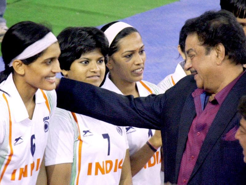 Actor turned politician Shatrughan Sinha shares a light moment with members of Indian women's Kabaddi team ahead of their World Cup match in Patna. PTI Photo