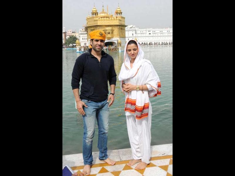 Tusshar Kapoor, who has been promoting Chaar Din Ki Chandni, went to seek blessings at the Golden temple at Amritsar with co-star Kulraj Randhawa.