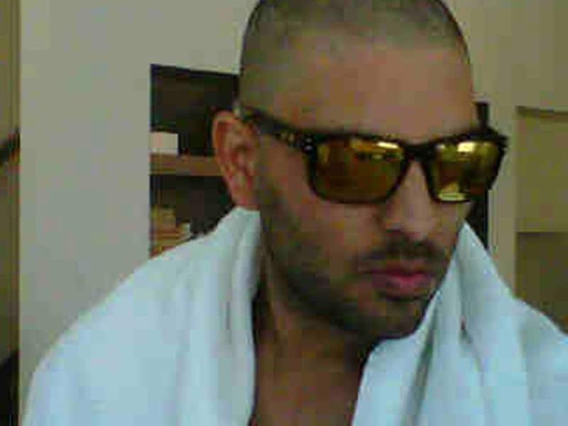 On Feb 10, 2012, Yuvraj Singh posted his first picture on Twitter after he started the treatment.