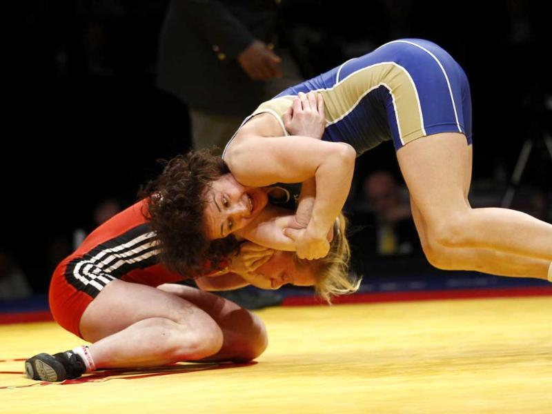 Henriette Slattum of Norway (L) and Marina Vilmova of Russia compete at the women's 48kg freestyle wrestling bronze medal match at the European Wrestling Championship in Belgrade. Reuters/Ivan Milutinovic