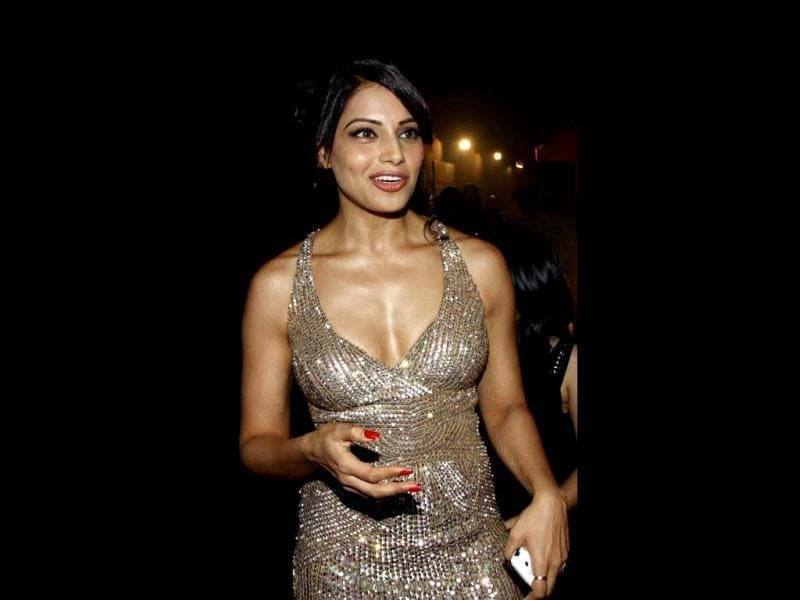Bipasha Basu looks stunning in a shimmer dress. (AFP Photo)