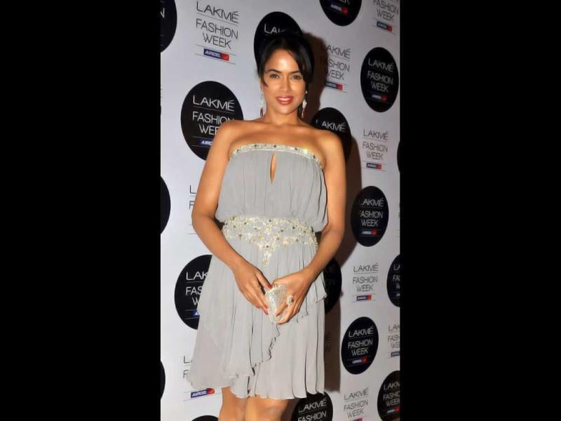 Actor Sameera Reddy attends the final day of Lakme Fashion Week summer resort 2012. (AFP Photo)