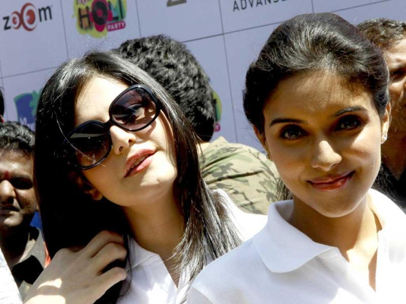 Bollywood actors Zarine Khan and Asin at the Zoom party in Mumbai. (AFP Photo)