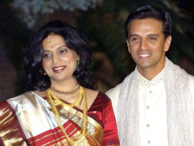 Rahul Dravid poses with his wife Vijeeta Pendharkar after their marriage in Bangalore on 04 May 2003. AFP Photo/ Indranil Mukherjee