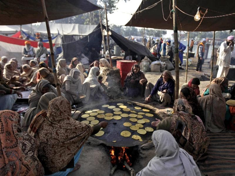 Sikh devotees prepare bread at a community kitchen during the annual fair of 'Hola Mohalla' in Anandpur Sahib, in Punjab. (AP Photo/Altaf Qadri)