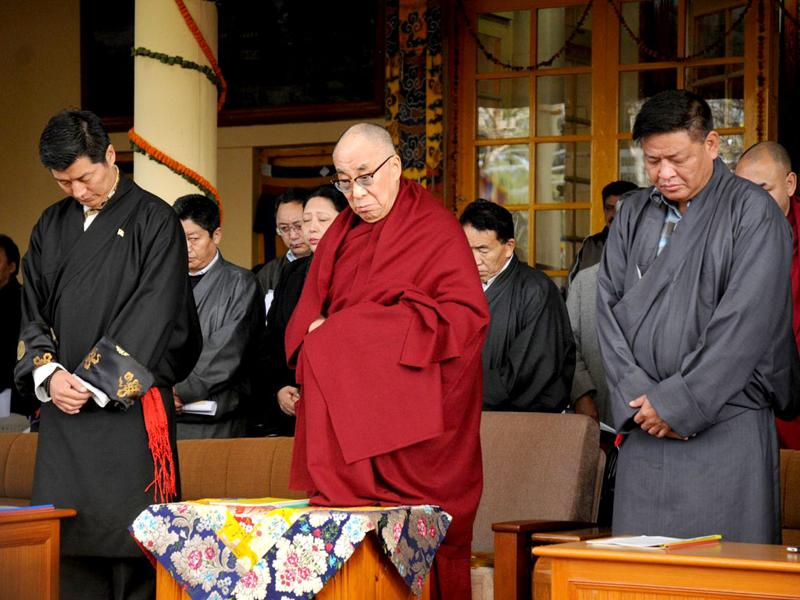 Tibetan spiritual leader the Dalai Lama (C), Kalon Tripa of the Central Tibetan Administration, Lobsang Sangay (L) and Speaker of the Tibetan Parliament-in-exile Penpa Tsering (R) observe a one minute silence to mourn the death of Tibetans due to Chinese crackdowns in Tibet on the occasion of the 53rd anniversary of the Tibetan uprising day, in McLeod Ganj. AFP Photo/STR