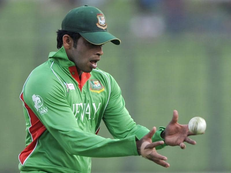 Bangladeshi cricketer Abdur Razzak attempts to make a catch during their one day international Asia Cup cricket match against Pakistan at The Sher-e-Bangla National Cricket Stadium in Dhaka. AFP/Munir uz Zaman