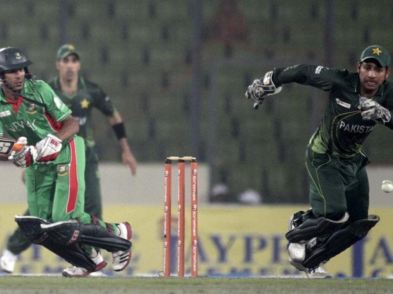 Bangladesh's Nasir Hossain plays a ball as Pakistan wicketkeeper Sarfraz Ahmed (R) tries to catch during their first one day international cricket match of the Asia Cup in Dhaka. Reuters/Andrew Biraj