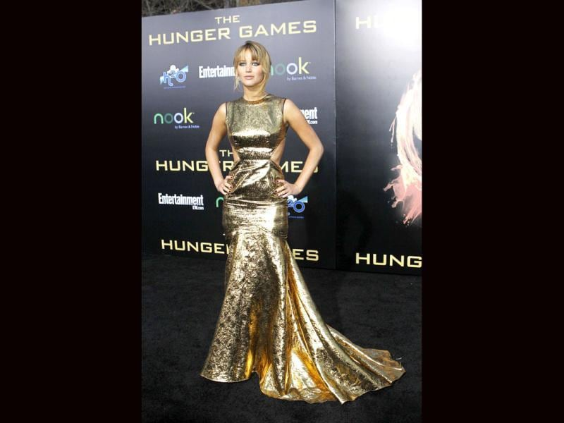 The film's protagonist Jennifer Lawrence oozed oomph in a shiny golden gown.