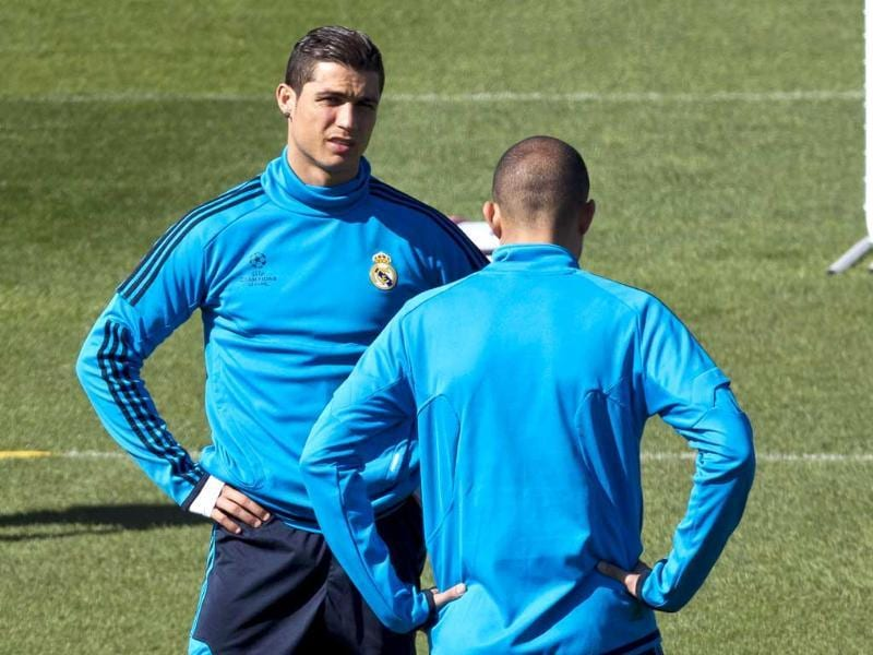 Real Madrid's Cristiano Ronaldo from Portugal, left, talks with Karim Benzema from France during a training session at the Valdebebas stadium one day ahead of a Champions League round of 16, second leg soccer match against CSKA Moscow, in Madrid. AP/Daniel Ochoa de Olza