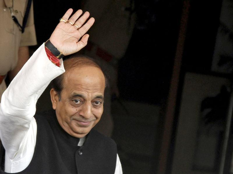 Dinesh Trivedi (C) waves as he arrives at his office before heading to present the annual budget for the country's railway system, at the parliament in New Delhi. The government will unveil the budget for the Indian Railways on Wednesday. Reuters/Vijay Mathur