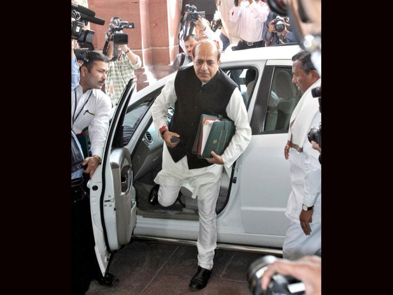 Dinesh Trivedi arrives to present the annual budget for the country's railway system, at the parliament in New Delhi. The government will unveil the budget for the Indian Railways on Wednesday. REUTERS/B Mathur