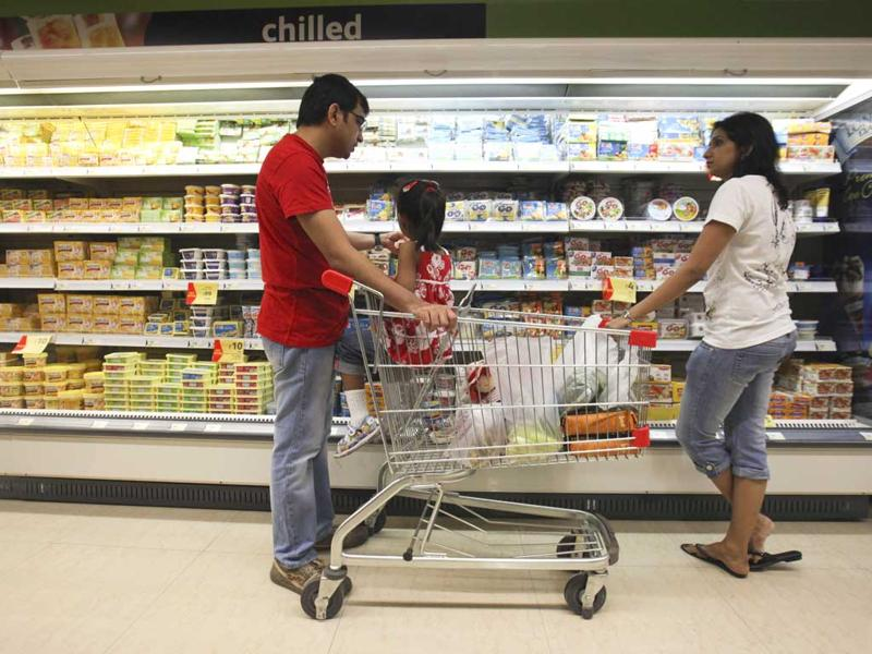 Retailers are expecting the government to announce a roadmap to open up the supermarket sector to foreign giants such as WalMart and Carrefour, which would help in tie-ups and boost capital inflows. (Reuters)