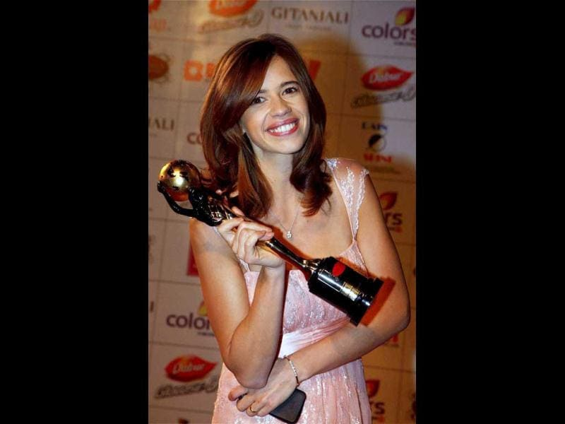 Kalki Koechlin holds the award during the event. (PTI Photo)