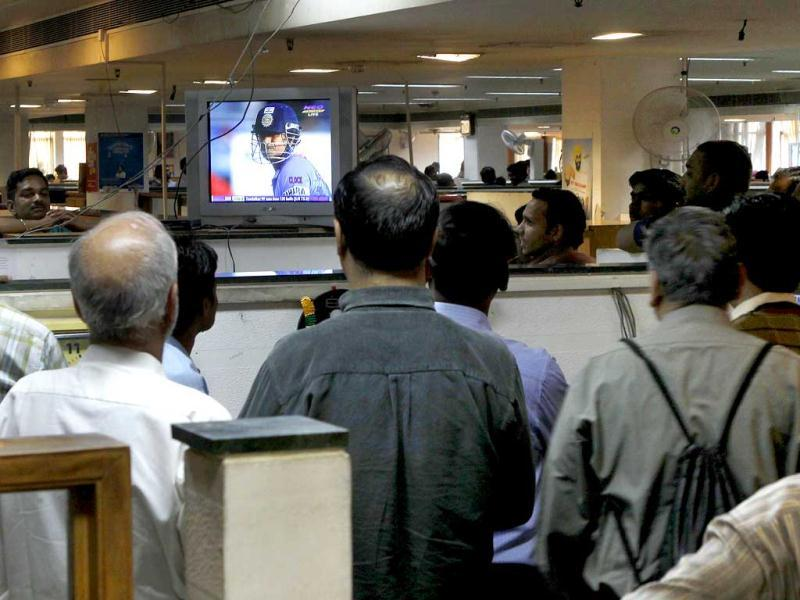 Fans at Hindustan Times, Delhi office watch as Sachin Tendulkar scores his hundredth century against Bangladesh, in New Delhi on Friday. HT Photo/Arijit Sen