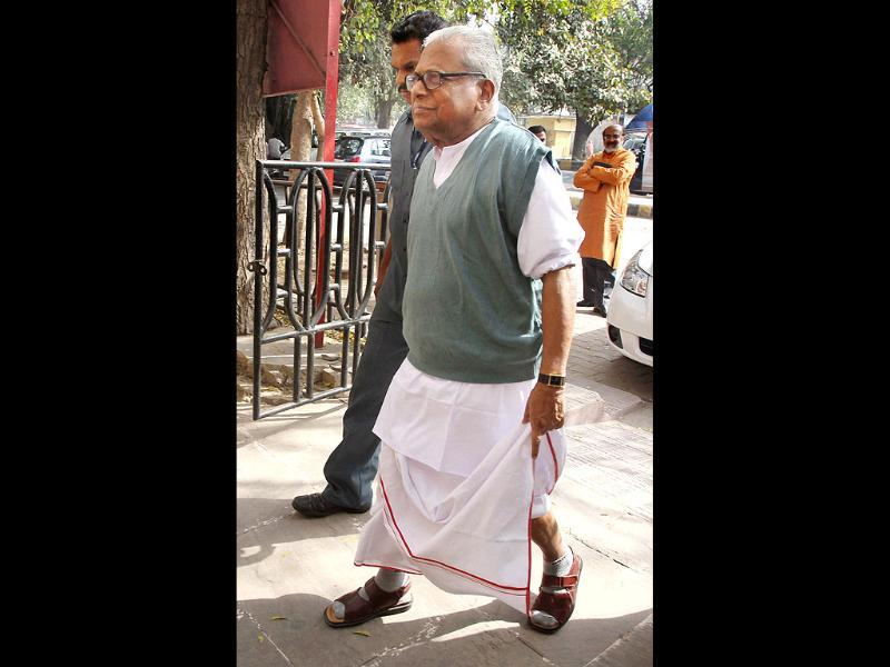 Former Kerala CM VS Achuthanandan arrives to attend CPI(M) central committee meeting in New Delhi. PTI/Atul Yadav