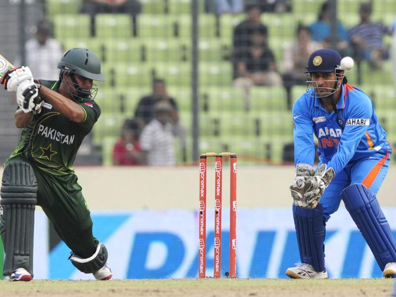 Nasir Jamshed (L) plays a shot as Mahendra Singh Dhoni during the Asia Cup cricket match between India and Pakistan in Dhaka. AFP /Munir uz Zaman