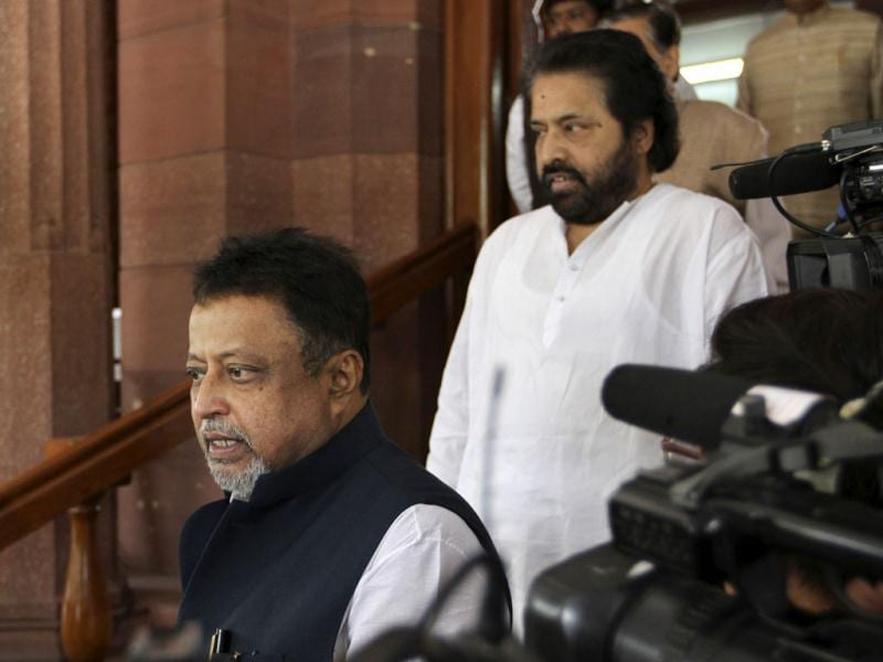 TMC leaders Mukul Roy with Sudip Bandyopdhyay wait for their party leader Mamata Banerjee at the Parliament in New Delhi. HT Photo/Arvind